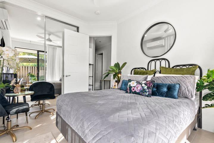 High Quality Bedding & Furnishings