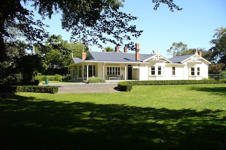 Oak Lane Lodge a Boutique, historic,Luxury Lodge - Morrinsville - Bed & Breakfast