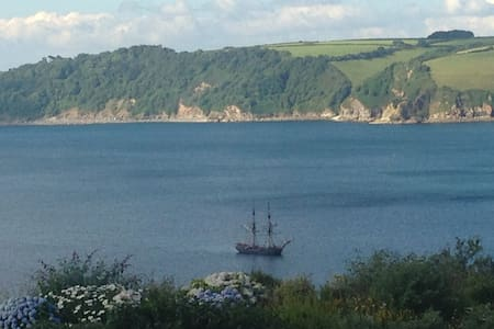 Private double room in smart modern house, parking - Cornwall - Hus