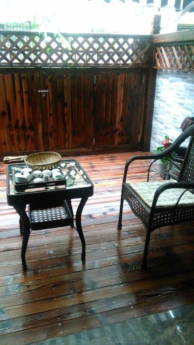 庭院的小茶桌