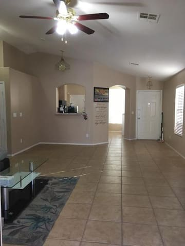 Approx. 8 Mi To Strip, Pvt. Room, Long Rent Avial.