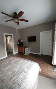 Private room with ensuite and separate entrance
