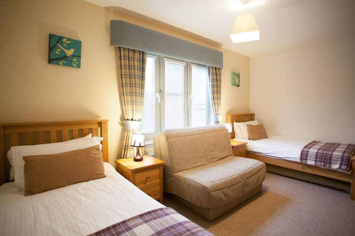 Twin bedroom can sleep three