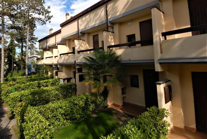 Villa Hemingway - row houses with small garden