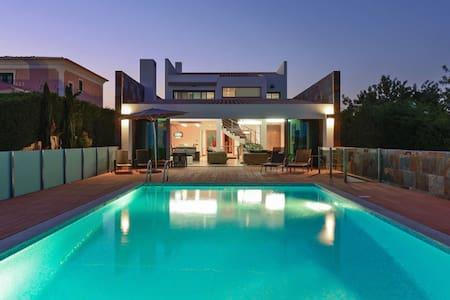 VILLA 6 BD | W/heated pool | GOLF | Beach | WI FI