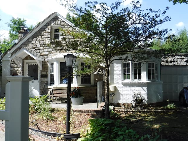 Charming Cape Cod in quaint Hastings on Hudson NY - Hastings-on-Hudson - Other