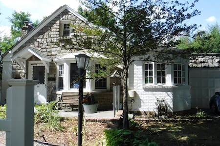 Charming Cape Cod in quaint Hastings on Hudson NY - Hastings-on-Hudson - Muu