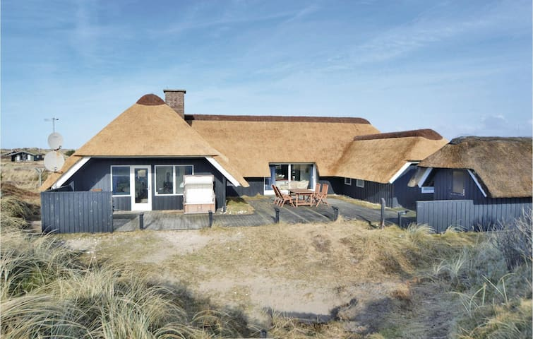 Holiday cottage with 5 bedrooms on 200 m² in Blåvand