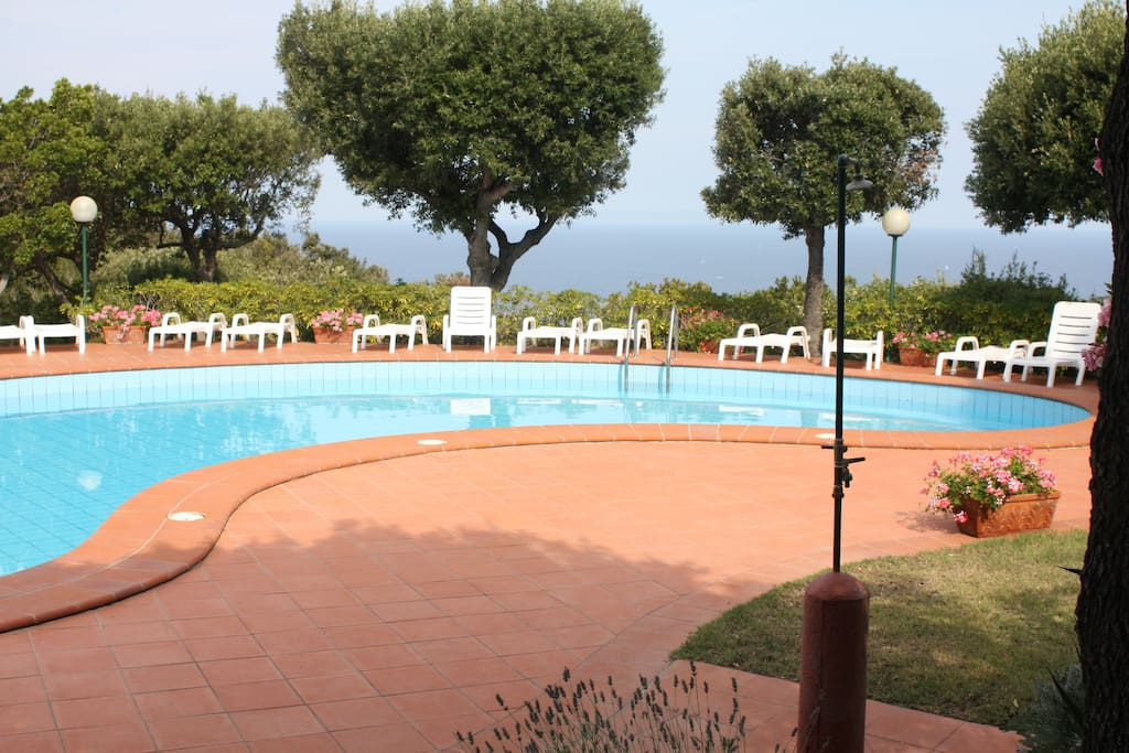 Piscina e belvedere riservate ai condomini Swimming pool and Belvedere take a glass of white Elba wine and look at the most beautiful sunset in elba..