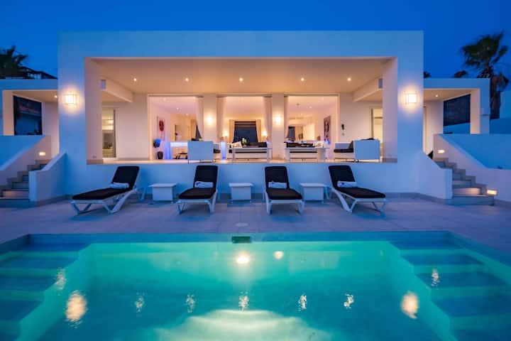 Villa Azure Ocean - Coral Estate