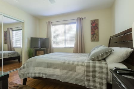 Private and Cozy Studio 4 miles from LAX