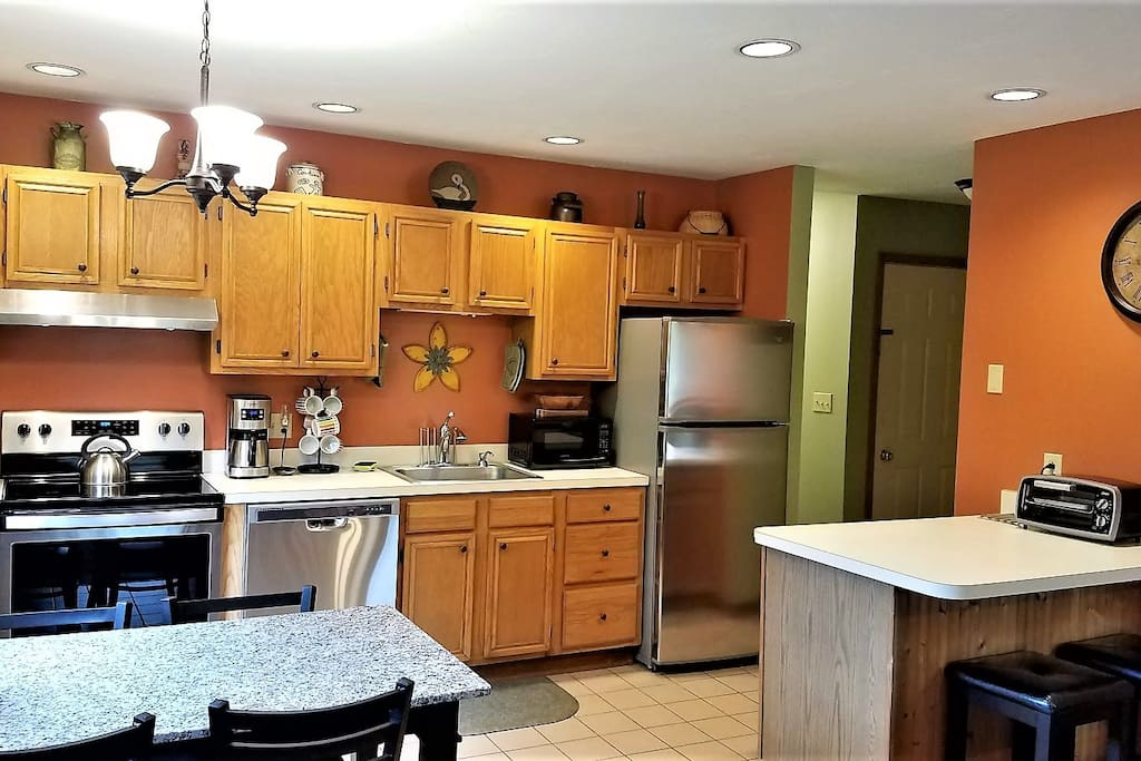 fully equipped kitchen with seating for 6