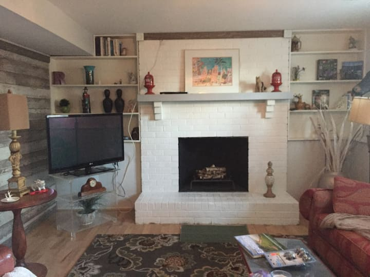 Darling suite in the west-end! 700 sq ft