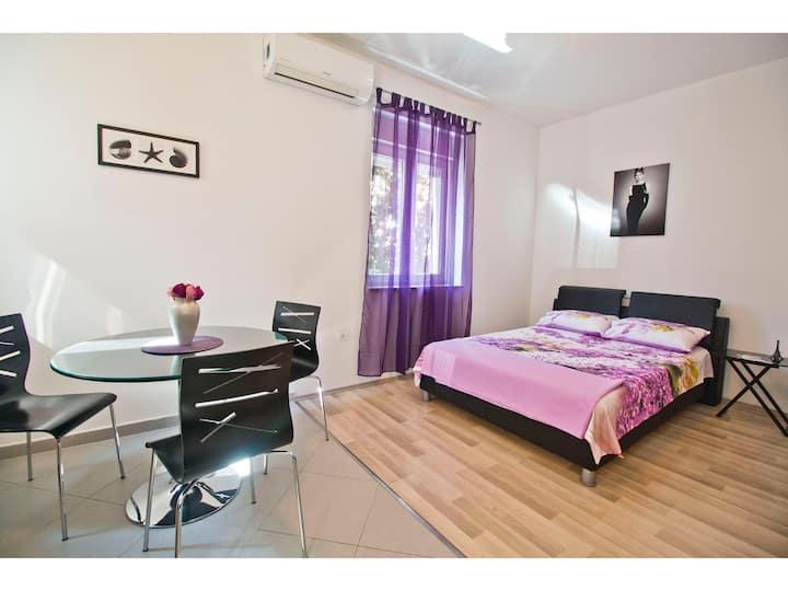 Purple Studio apartment in City Center