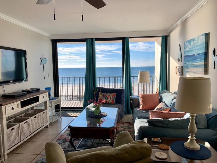 Downtown Beachfront Condo with Pool & Amazing View