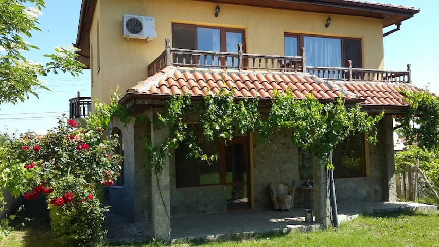 Guest house TOMIRIS Izumrud