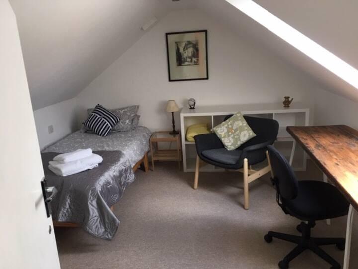 Cosy attic room in Cheltenham