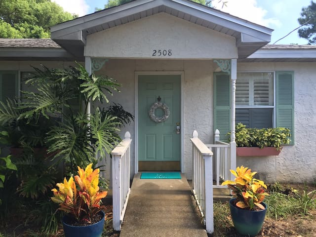Cozy 2 BR/1 BA by the bay. Live la vida local!
