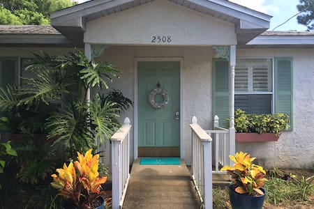 Cute 2/1 close to the bay, now booking for April! - Panama City - House