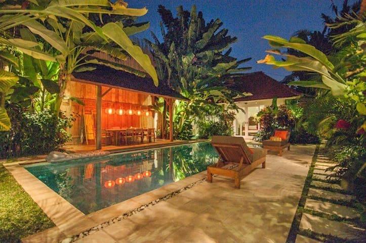 Maxceo, 3 Bedroom Villa, Close to Beach, Canggu