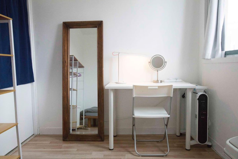 卧室书桌,全身镜