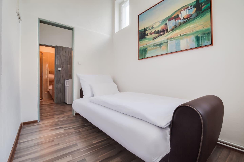 Bright Prague Castle Economical Apartment