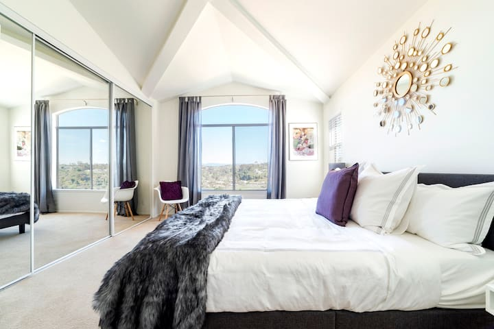 Master Bedroom - King size bed with beautiful golf course view