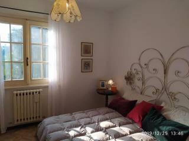 elegantissima e spaziosa camera da letto matrimoniale