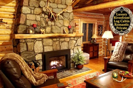 Gold Fox Lodge (Luxury Riverfront Log Cabin)