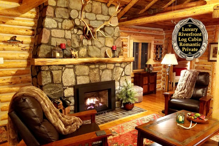 Gold Fox Lodge (Luxury Riverfront Log Cabin)