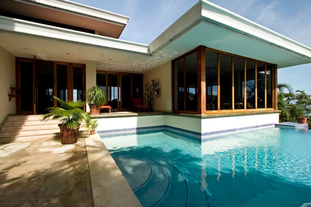 Casa los monos villas for rent in playa flamingo for Villas for rent in costa rica