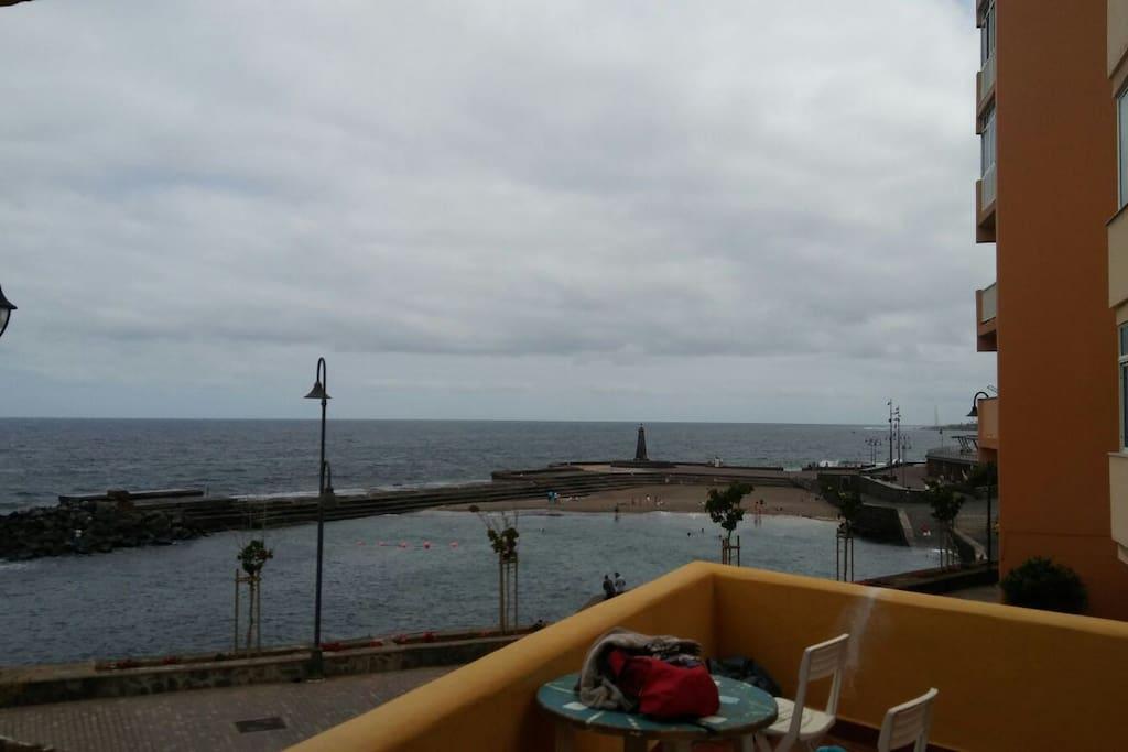 Questo è il terrazzo di fronte alle piscina naturali
