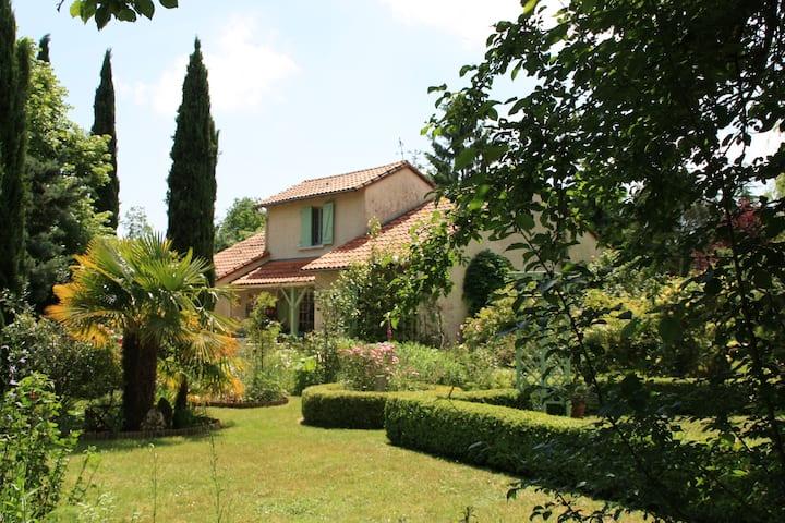 Maison dans  ' le jardin du Partage  '....