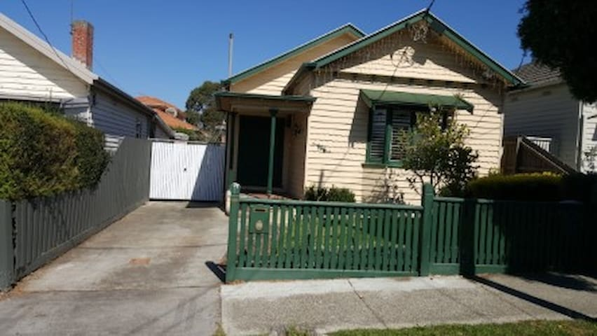 Family home in trendy and safe Thornbury - Thornbury - House