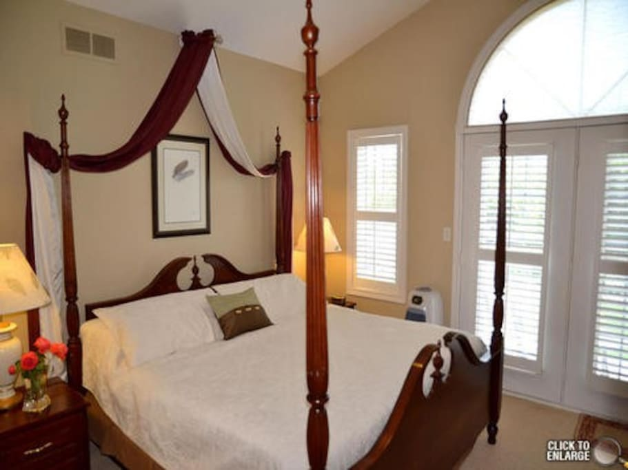 four poster bed with  heavenly mattress