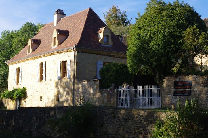 """l'ostal d'ocra"", chambre d'hôtes j. avec piscine - Saint-Pompont - Dům pro hosty"