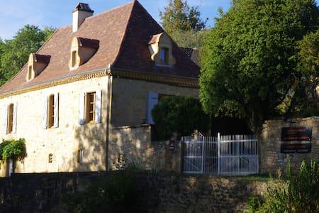 """""""l'ostal d'ocra"""", chambre d'hôtes j. avec piscine - Saint-Pompont - 宾馆"""