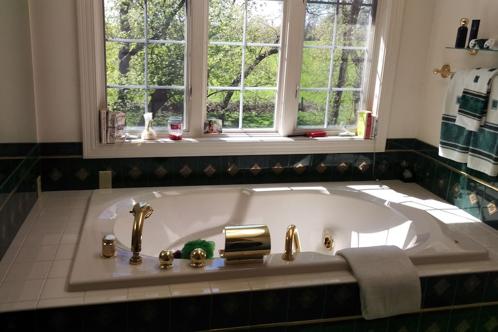 Gorgeous elegant bath. With your own window watching sunset !