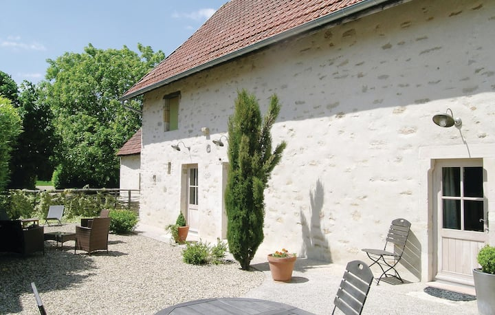 Nice home in RUFFEY LES BEAUNE with WiFi and 2 Bedrooms