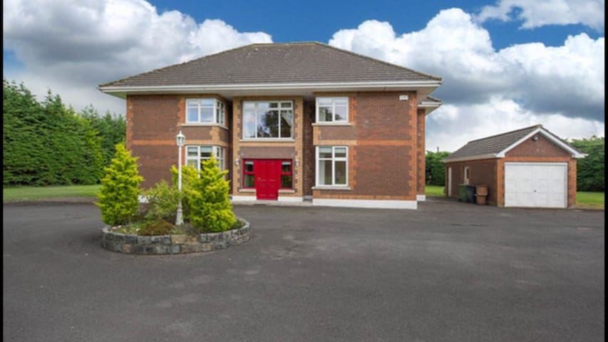 Luxurious Country Living 4 - Ashbourne - House
