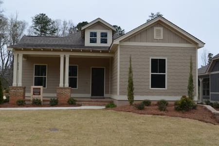 3 Bed/2 Bath Golf Cottage 7 mi. to Downtown Auburn - Hus
