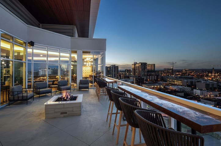 LUXURY 1BD/1BR QUALITY TIME IN THE HEART OF GULCH