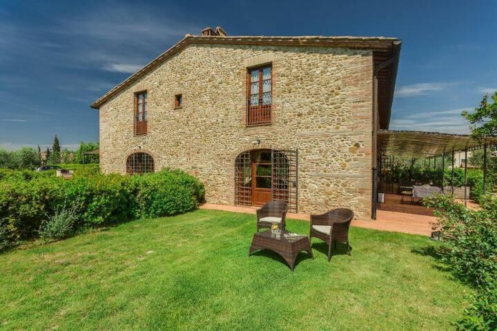 Nice Apartament La Stalla in Tuscany wth Swimming Pool