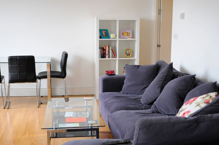 Double bed with guest bathroom in LBO Camden - London - Apartment