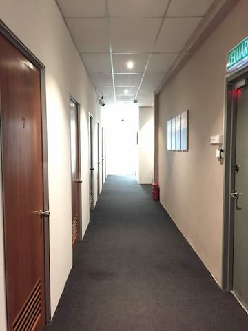 Rooms  At Puchong with 24hours Aircond Near LRT