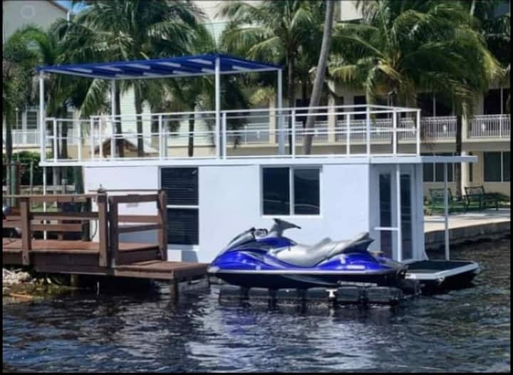 Floating Bungalow close to Downtown Fort Myers