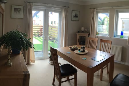 Warm, friendly home - Alyth