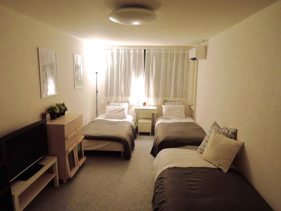 There are three beds in the room  Futon sets to be laid on the floor are also available  It is available from 1 person (It is reserved)
