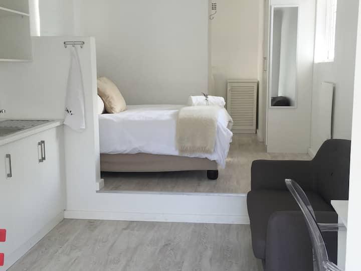 Safe Quiet Easy – Rondebosch Studio Bliss