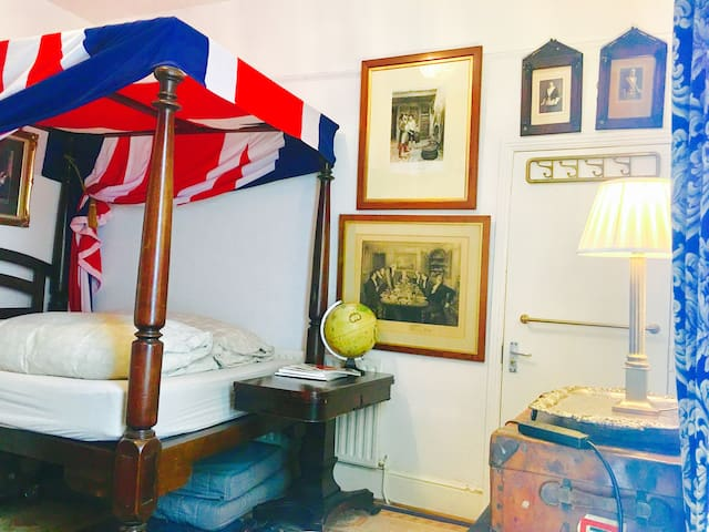 Quality and value accommodation near Notting Hill